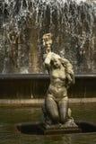 Sjöjungfru - detalj av springbrunnen i Alameda parc, Lissabon Arkivbild