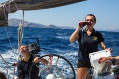 Sjömän deltar i seglingregatta 16th Ellada Arkivfoto