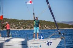 Sjömän deltar i seglingregatta 16th Ellada Royaltyfria Foton