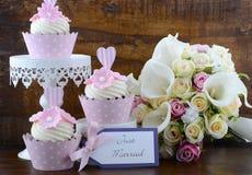 Sjofele elegante de stijl roze cupcakes van de huwelijksdag Stock Foto's