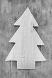 Sjofele elegante Kerstmisdecoratie Met de hand gemaakte gesneden boom op houten Royalty-vrije Stock Foto's