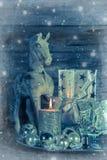 Sjofele elegante Kerstmisdecoratie in zilver met houten paard, ca royalty-vrije stock foto's