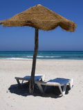 Sjösida - strandparaply Royaltyfria Bilder