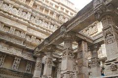 Sju berättelser ner som väl klivas av Patan Royaltyfria Foton
