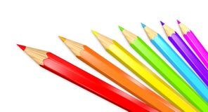 Sju färgade blyertspennor i en regnbåge som isoleras över vit Royaltyfria Foton