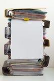 Sju mappar med dokument som staplas i hög på tabellen Royaltyfria Bilder