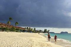Sju mil strand, Caymanöarna som är karibiska Arkivbilder