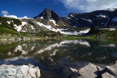 Sju Rila sjöar, Bulgarien - sommar över den tvilling- sjön Arkivbild