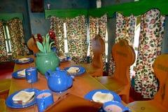 Sju ställa i skuggan matställetabellen Fotografering för Bildbyråer