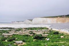 Sju vita kritaklippor för systrar på Birling av den Gap stranden Fotografering för Bildbyråer