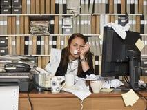 Sjuk affärskvinna Arkivbild