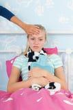 Sjuk tonåringflicka Fotografering för Bildbyråer