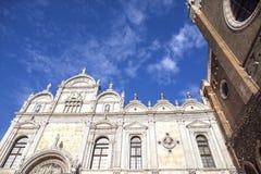 Sjukhus av San Giovanni e Paolo i Venedig Venedig - Scuola Stor di San Marco och partal av basilikadi San Giovanni e Paolo royaltyfri fotografi