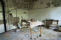 Sjukhus i den Pripyat staden som överges efter den Tjernobyl katastrofen Royaltyfri Fotografi