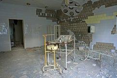 Sjukhus i den Pripyat staden som överges efter den Tjernobyl katastrofen Arkivfoton