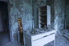 Sjukhus i den Pripyat staden som överges efter den Tjernobyl katastrofen Arkivfoto