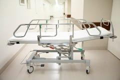 Sjukhusgurney eller bår på akutmottagning Royaltyfri Foto