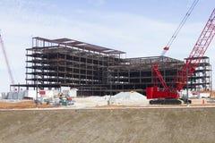 Sjukhuskonstruktionsplats & kran Arkivbilder