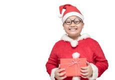 Sjukligt fet fet pojke i ask och leende för gåva för Santa Claus dräkt hållande Arkivfoto