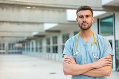 Sjukskötare med stetoskopet Arkivbild
