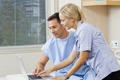 Sjuksköterska och tålmodig Fotografering för Bildbyråer