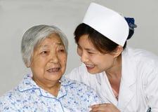 Sjuksköterska och tålmodig Royaltyfria Foton