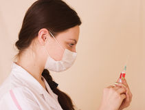 sjuksköterskainjektionsspruta Arkivfoton