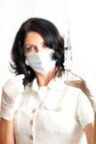 Sjuksköterskainnehavinjektionsspruta Royaltyfri Fotografi