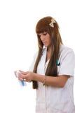 Sjuksköterskan öppnar injektionssprutan Arkivfoton