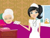 Sjuksköterskan tar omsorg av en sjuk äldre dam Arkivbilder