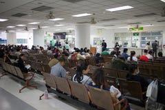 Sjukt folk i sjukhuset Maharaj Nakorn Chiang Mai Arkivbilder