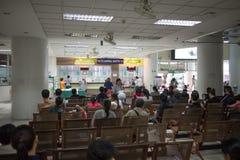 Sjukt folk i sjukhuset Maharaj Nakorn Chiang Mai Arkivfoton