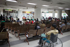 Sjukt folk i sjukhuset Maharaj Nakorn Chiang Mai Royaltyfri Fotografi