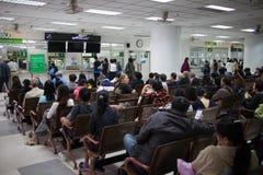 Sjukt folk i sjukhuset Maharaj Nakorn Chiang Mai Arkivbild