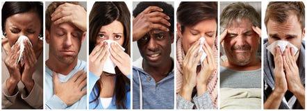Sjukt folk som har influensa, förkylning och att nysa royaltyfri foto