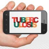 Sjukvårdbegrepp: Hand som rymmer Smartphone med tuberkulos på skärm Royaltyfria Bilder