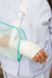 Sjukvården sårade handen och förbinder Arkivbild