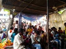 Sjukvårdlätthet i indisk by arkivfoton