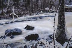 Sjundby` s rivier en stroomversnelling stock afbeelding