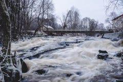 Sjundby` s rivier en stroomversnelling stock foto
