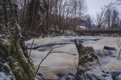 Sjundby` s rivier en stroomversnelling stock afbeeldingen