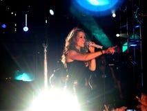 sjunga för careymariah royaltyfria bilder