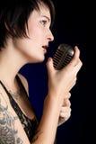 sjunga för flicka Royaltyfri Bild