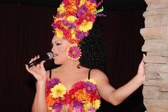 sjunga för transvestit Arkivbilder