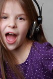 Sjunga för unge Fotografering för Bildbyråer