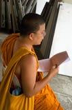 Sjungande buddistisk munk i Thailand Royaltyfri Foto