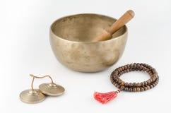 Sjungande bunke, bönpärlor och meditation Klockor. Royaltyfri Fotografi