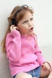 Sjungande flicka Fotografering för Bildbyråer