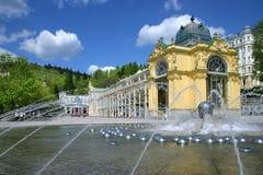 Sjungande springbrunn, brunnsort Marianske Lazne, Tjeckien Royaltyfri Foto