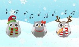 Sjungande uggla Glad jul och lyckligt nytt år Royaltyfri Fotografi